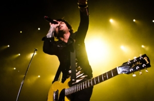 Green Day frontman Billie Joe Armstrong plays to a packed house at the Los Angeles Sports Arena. Photo by Chad Sengstock