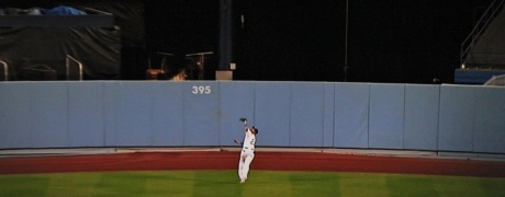 Matt Kemp makes the last out in the top of the ninth with two men on to save the Dodgers' bacon.